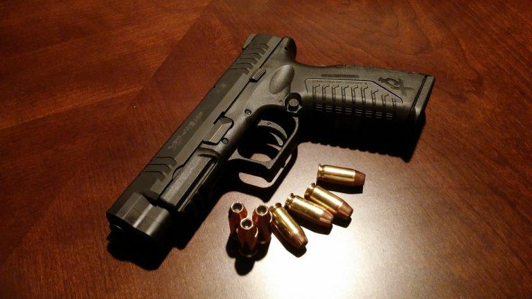 zbraň, pištoľ