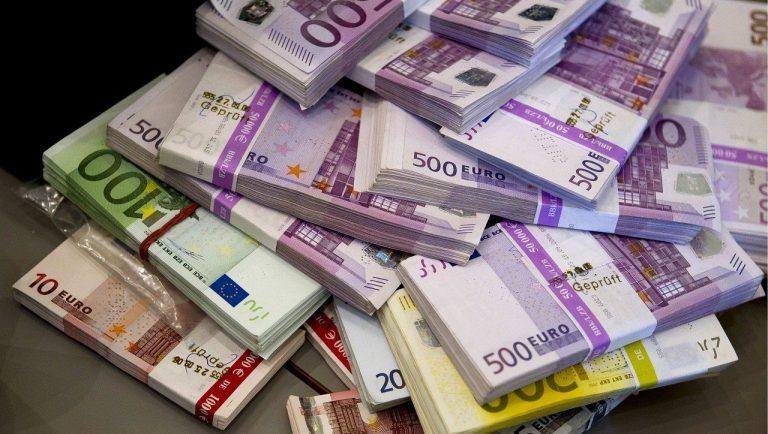 bankovky peniaze eurá