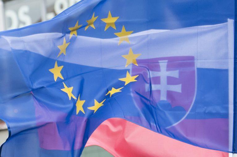 slovenská vlajka zástava Európskej únie