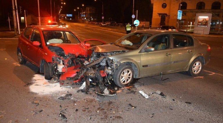 Pri nehode v Trenčíne sa zranil 62-ročný vodič, vinník bol pod vplyvom alkoholu
