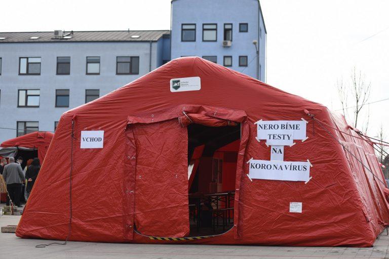 Hygienický stan pred nemocnicou v Trnave