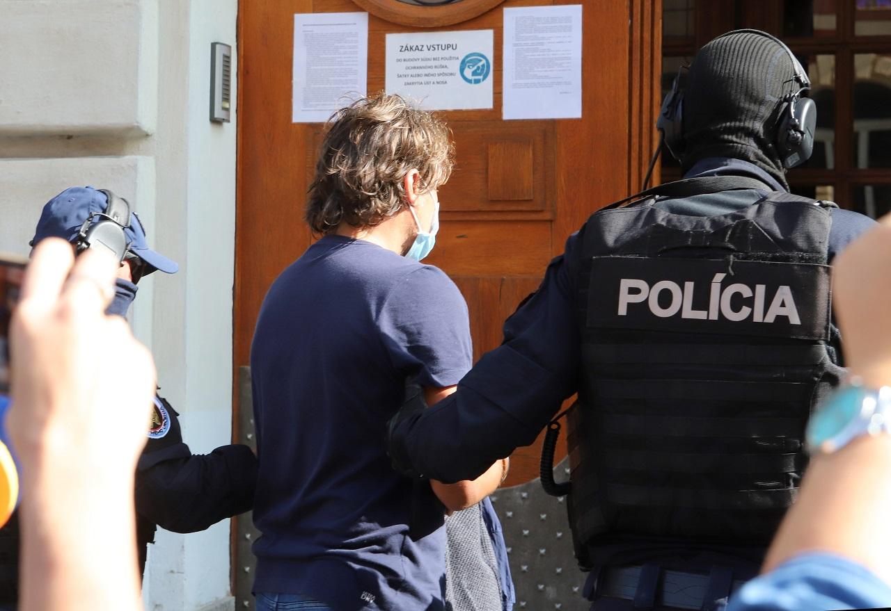 Špecializovaný trestný súd v Banskej Bystrici rozhoduje o väzbe ¼udovíta M.