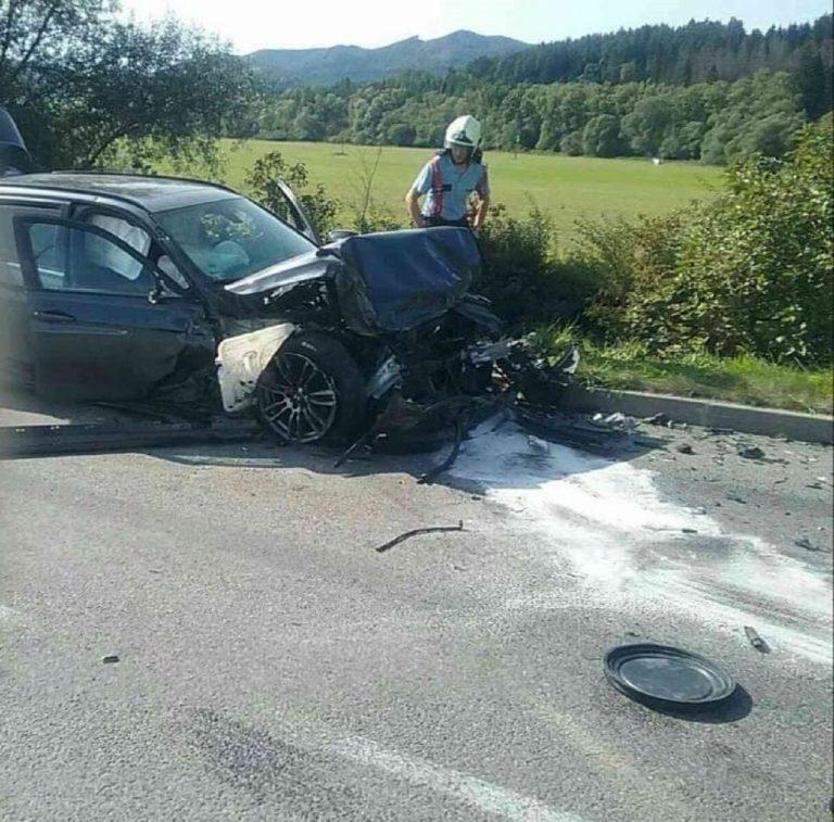 Pri vážnej dopravnej nehode sa zranilo päť ľudí