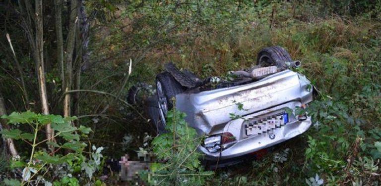 Auto spadlo do rokliny, spolujazdec zomrel