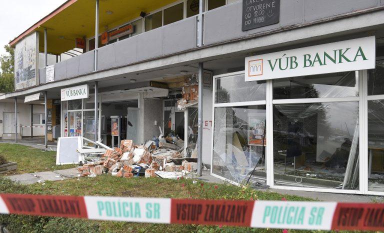 V Košiciach vyhodili do vzduchu bankomat
