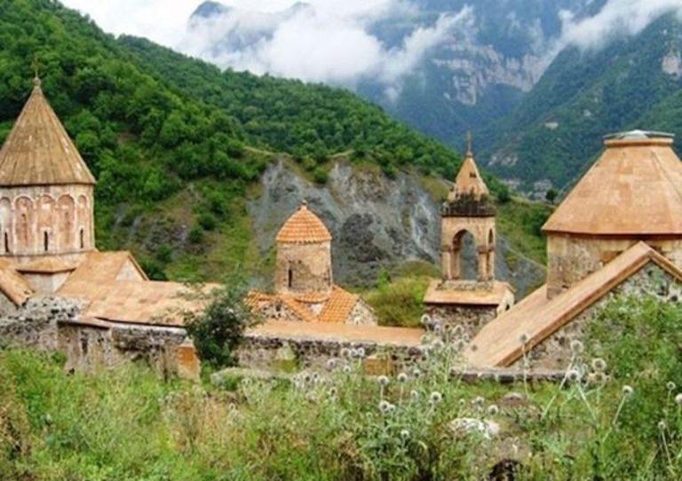 Utečencom z Náhorného Karabachu pomáha aj katolícka charita