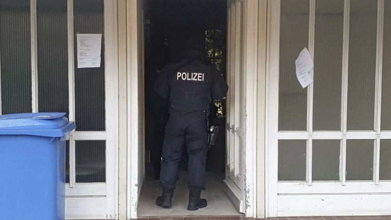 žena, Nemecko, polícia, oslobodenie