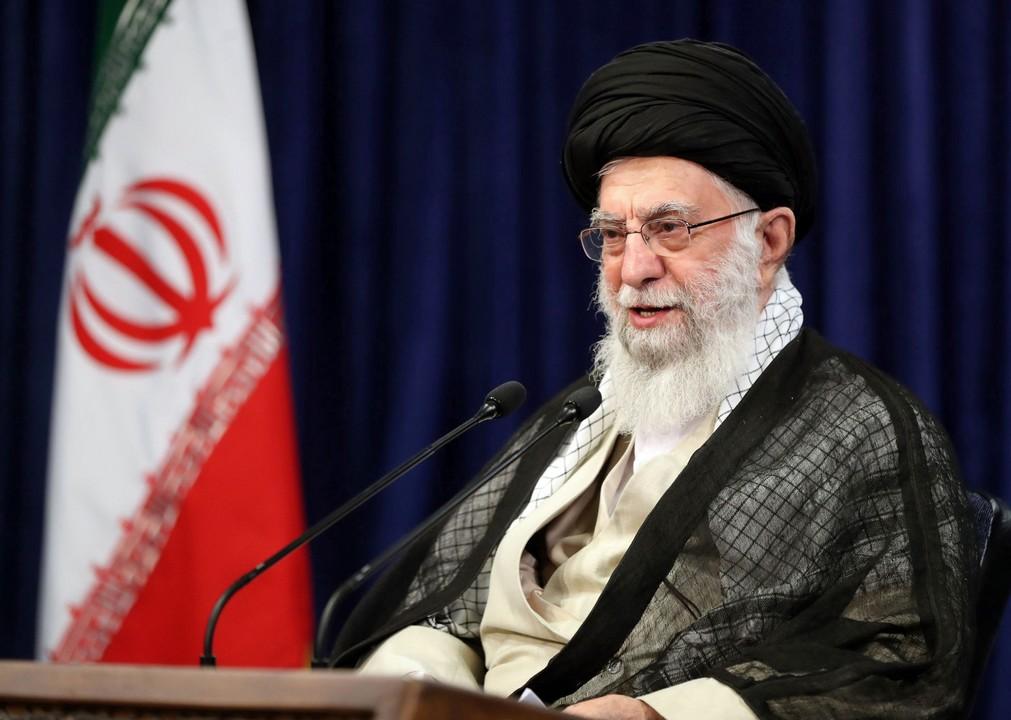 Alí Chameneí, Irán, duchovný vodca