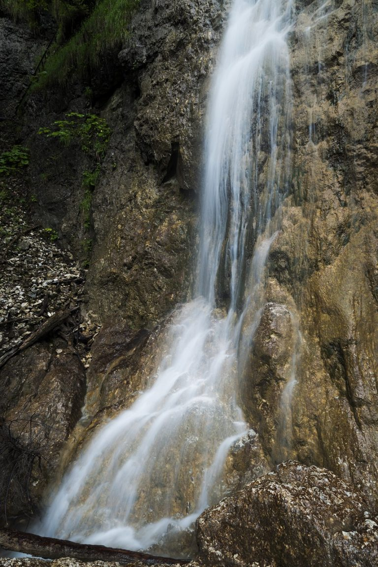 časť Závojového vodopádu nad dolným mostíkom v Slovenskom raji