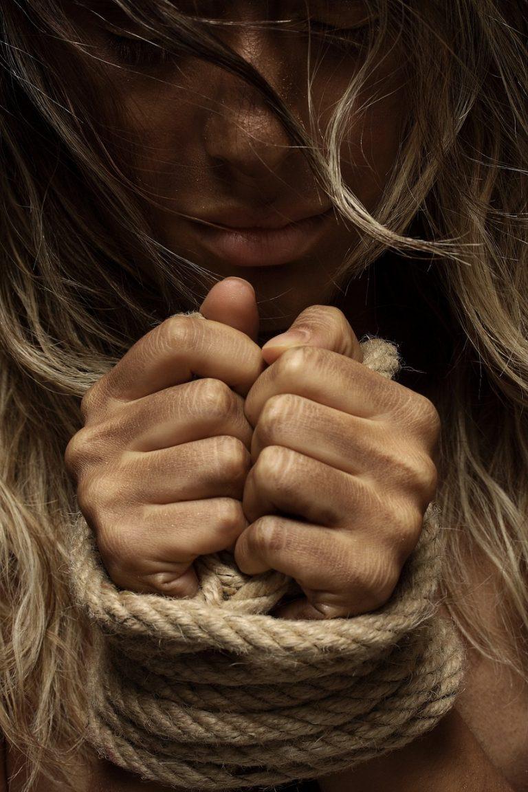 otroctvo, násilie, žena