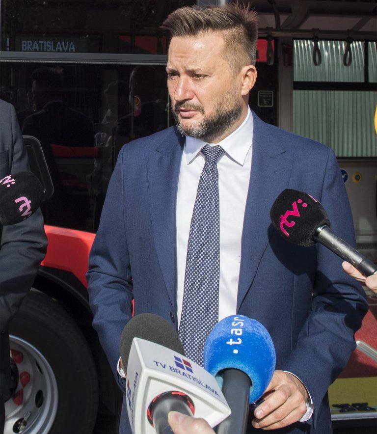 Dopravný podnik Bratislava predstavil nové 18-metrové kåbové autobusy Solaris New Urbino 18