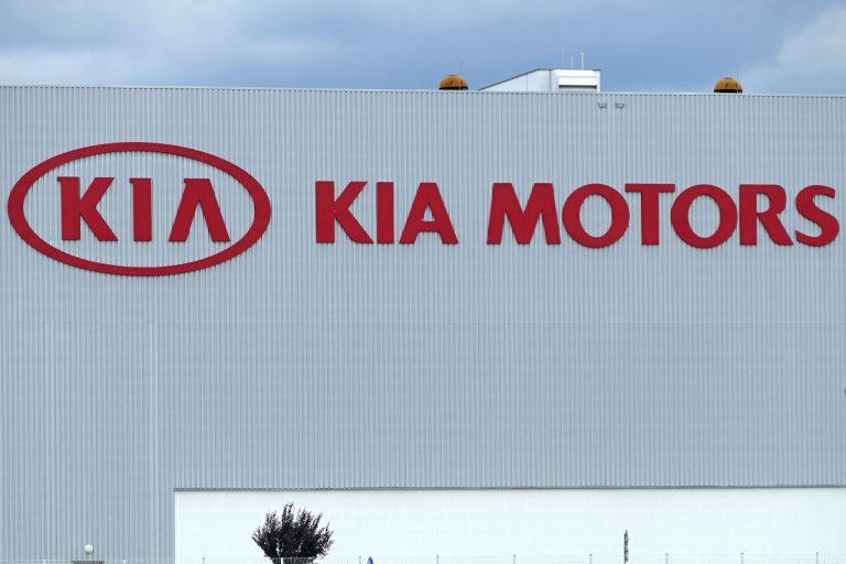 budova exteriér logo automobilka Kia Motors Slovakia