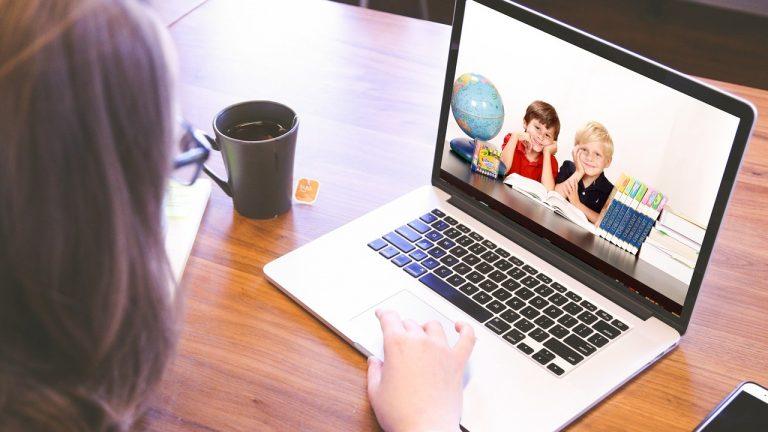 dištančné vzdelávia škola online internet úlohy žiak