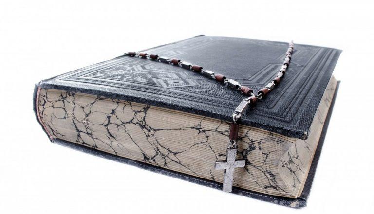 kniha biblia viera kríž