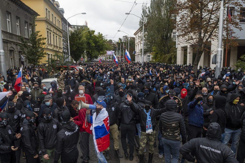 protestujúci