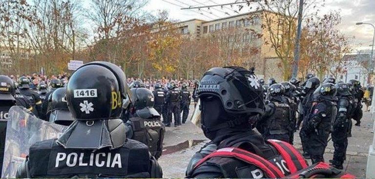 polícia, utorkové protesty