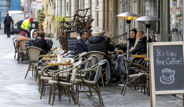 letná terasa zákazníci reštaurácia opatrenia gastro korona covid