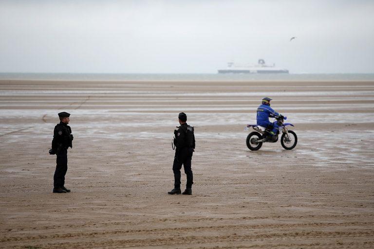 Polícia francúzsko hliadka Lamanšský prieliv