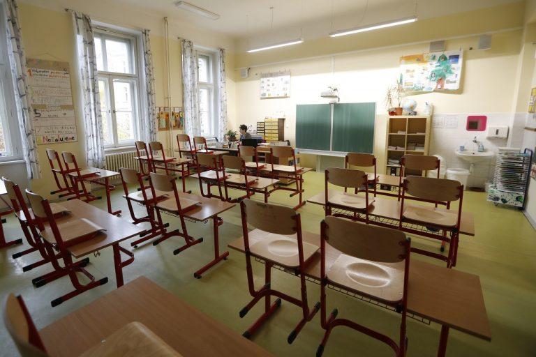 Koronavírus, škola