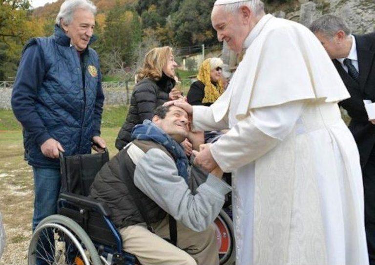 Pápež ku Dňu zdravotne postihnutých: Po COVIDe treba budovať na skale