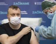 Na snímke minister práce, sociálnych vecí a rodiny SR Milan Krajniak (Sme rodina)  počas očkovania proti ochoreniu COVID-19