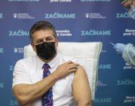 Na snímke podpredseda Európskej komisie (EK)  Maroš Šefčovič počas očkovania proti ochoreniu COVID-19