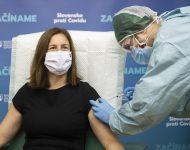 Na snímke ministerka kultúry SR Natália Milanová (OĽaNO) počas očkovania proti ochoreniu COVID-19