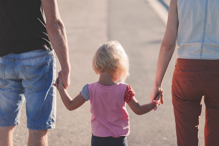 rodina rodičia dieťa otec matka