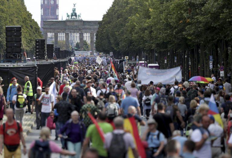 Protest proti pandemickým obmedzeniam v Berlíne