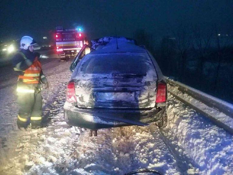 Pre silné sneženie na východe Slovenska zasahovali hasiči doposiaľ 53-krát