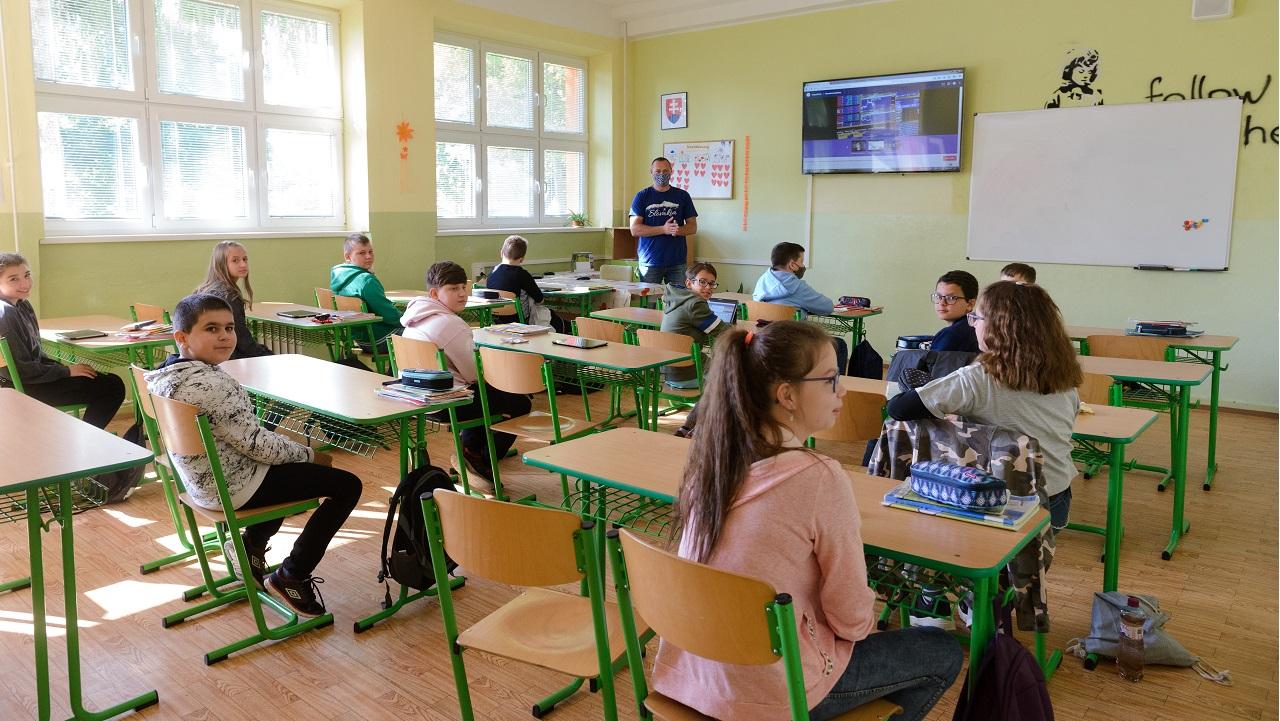 škola žiaci učiteľ