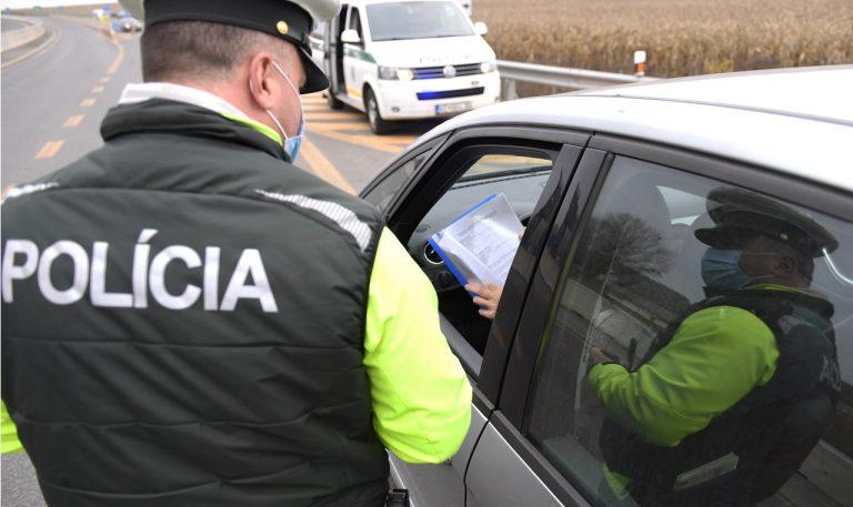 slovenskí policajti polícia sr kontrola