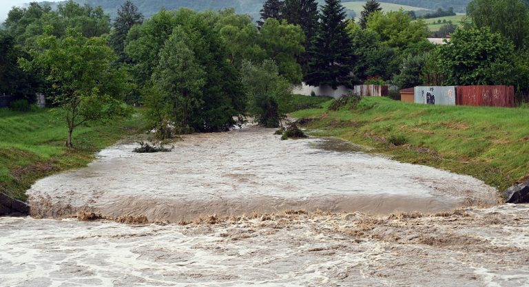 povodeň rieka voda