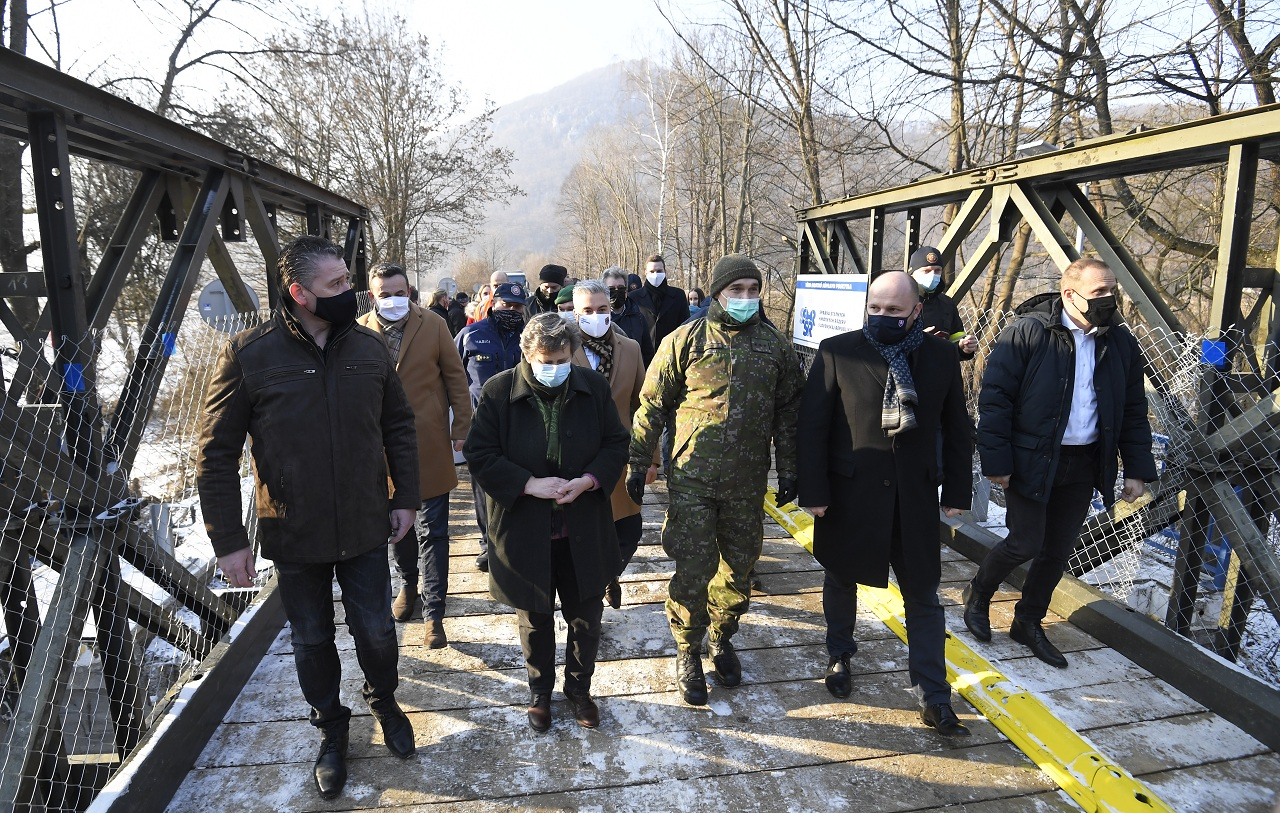 dočasné premostenie rieky Hornád medzi Kysakom a Veľkou Lodinou