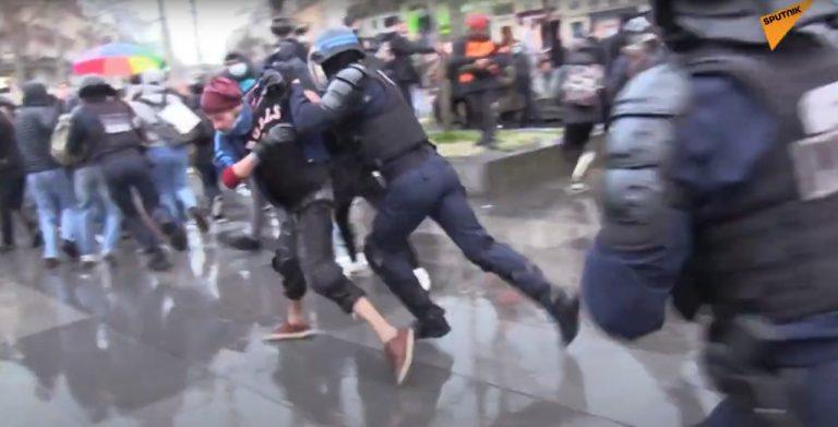 Demonštrácia v Paríži