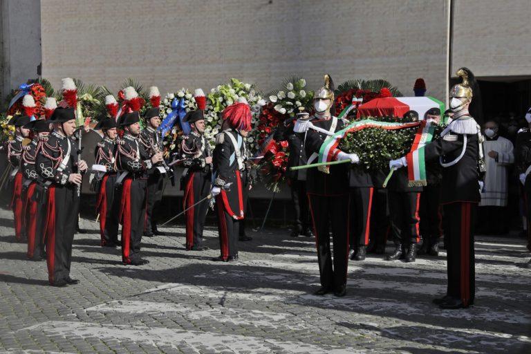 štátny pohreb Lucu Attanasia a talianskeho policajta Vittoria Iacovacciho