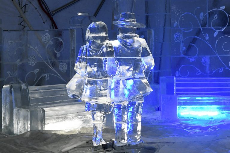ľadová dekorácia postáv