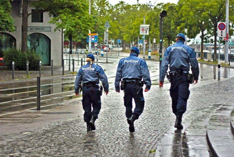 policajti, polizei