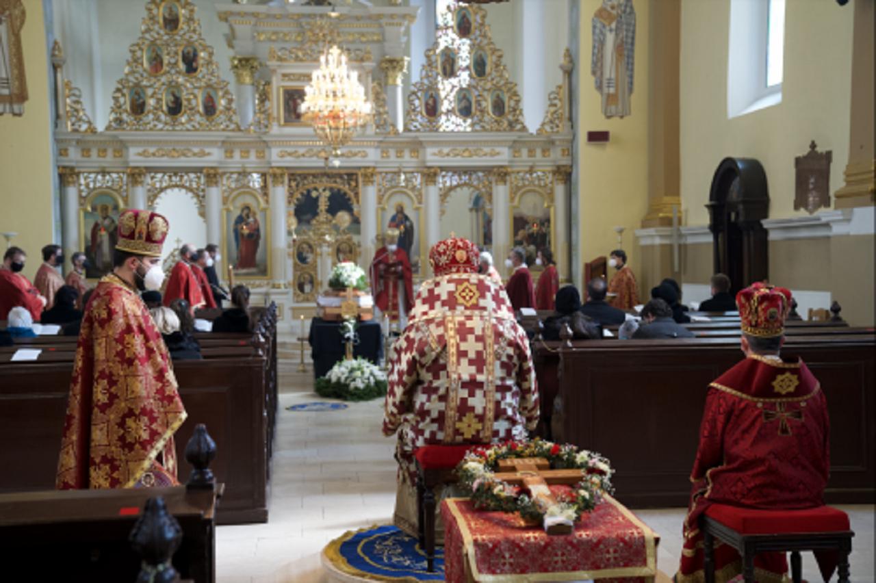 Pohrebné obrady za účasti arcibiskupa Cyrila Vasiľa SJ,