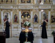 Na snímke pohrebné obrady za účasti arcibiskupa Cyrila Vasiľa SJ,