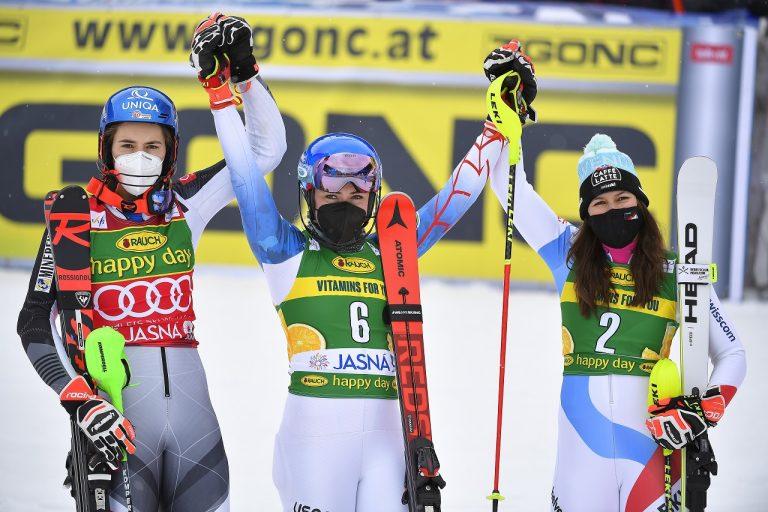 Petra Vlhová víťazka Mikaela Shiffrinová Wendy Holdenerová