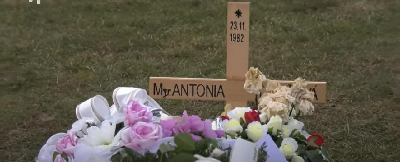 hrob mladej 38 ročnej učiteľlky Antónie Dančovej
