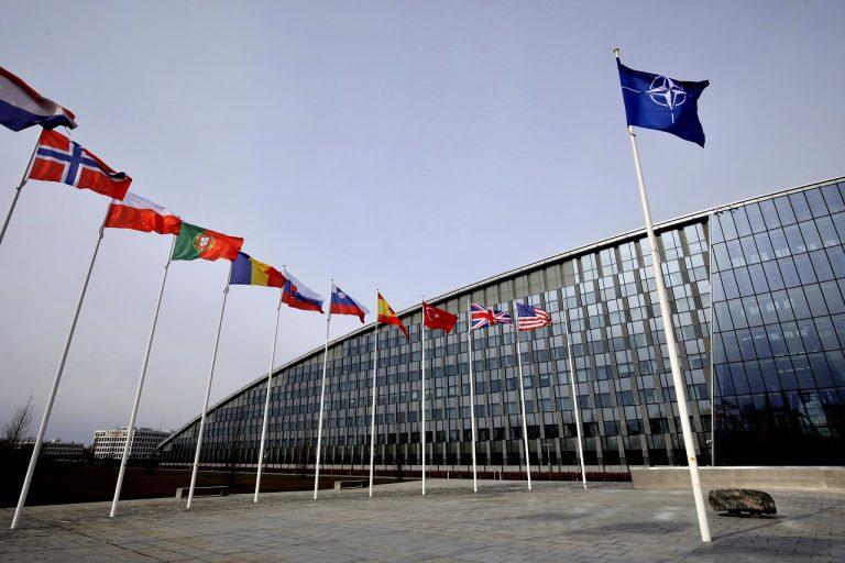 NATOzástavy členských krajín NATO, sídlo NATO v Bruseli