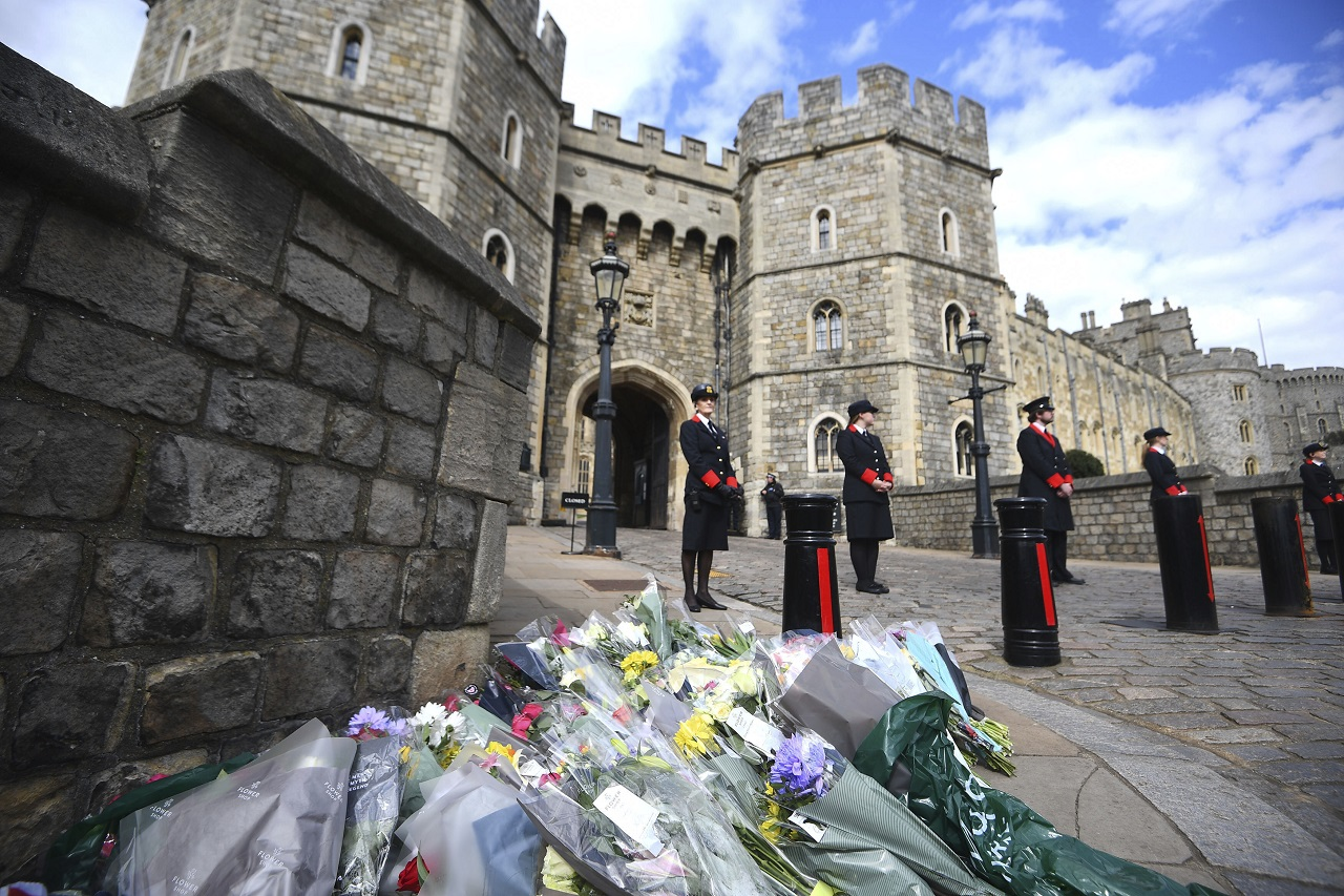 Windsorský hrad zámok úmrtie britský princ Philip Buckinghamský palác