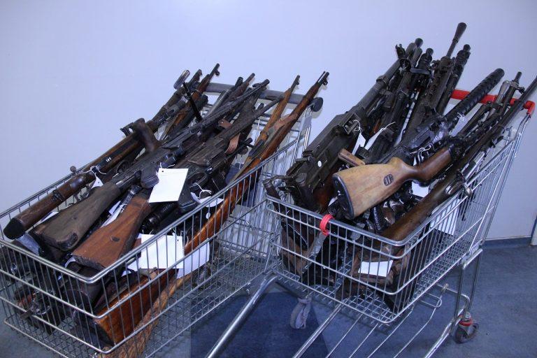 34 kusov zbraní
