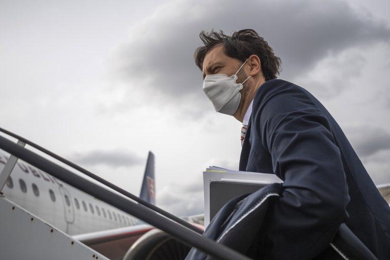 Eduard Heger odlet nástup lietadlo