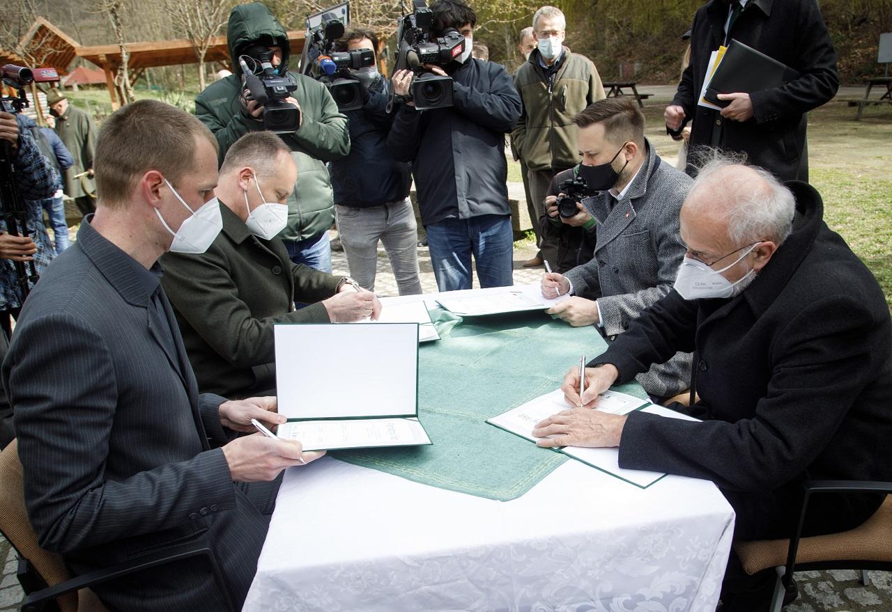 MPRV SR: Dohoda o budúcnosti bratislavských lesov