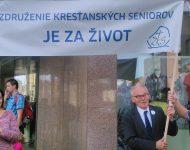 Na snímke Jozef Mikloško pri kampani na ochranu nenarodených detí