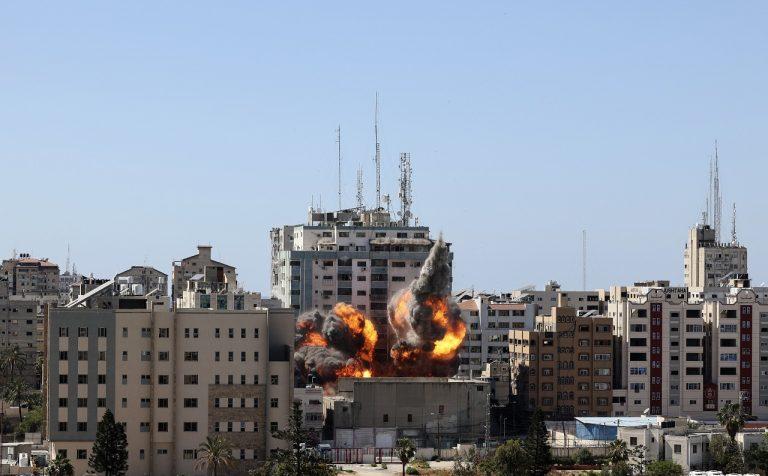 Izrael zničil náletom v meste Gaze budovu, kde sídlili