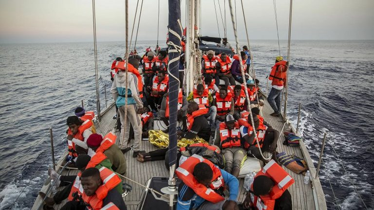 utečenci, migranti